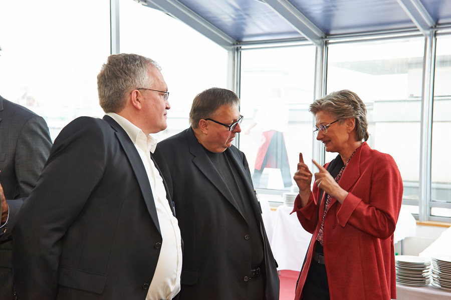 LESERstimmen-Preisverleihung: Foyer Markus Feigl, Reinhold Hohengartner und Claudia Schmied_Copyright BVÖ/Peter Kubelka